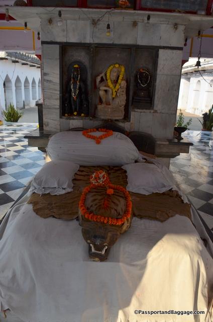 One side of the Hindi Shrine