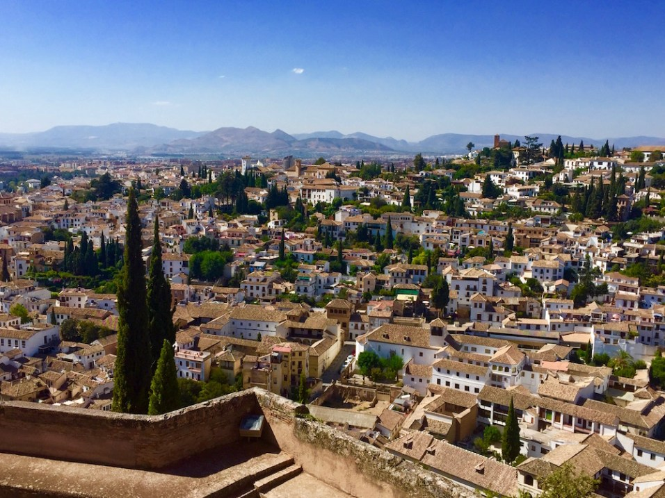The Solo Travelers Guide to Andalusia - A complete one-week itinerary with daily schedules to plan one week in Southern Spain on a budget by Passport & Plates! | http://passportandplates.com