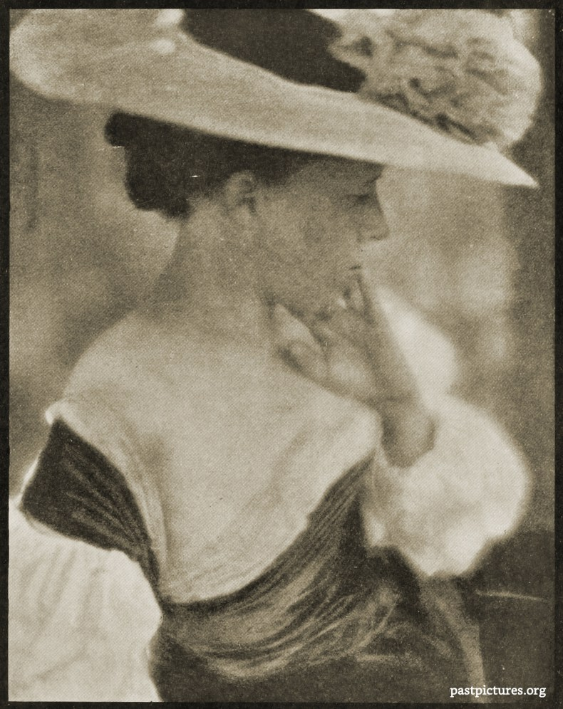 Portrait of Mrs. White by Clarence Hudson White about 1908