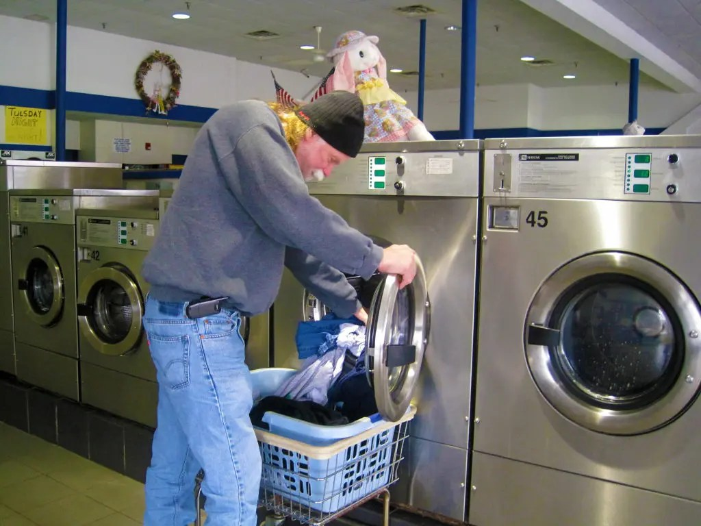Lavanderia Self Service Palermo Customers Air More Than Dirty Laundry At Port Jeff Laundromat