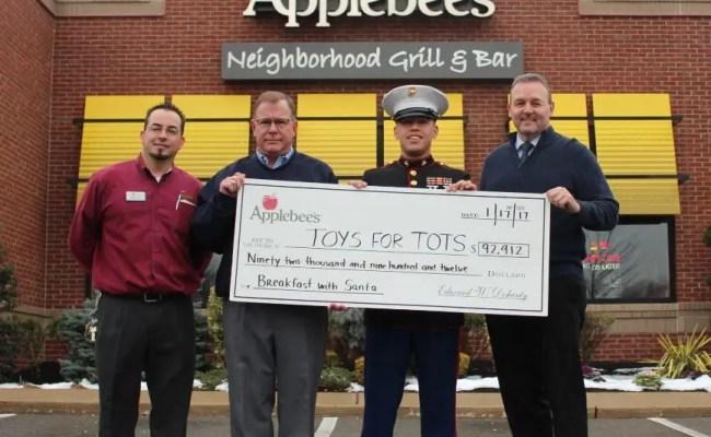 Lake Grove Applebee S Raises Over 8k For Toys For Tots