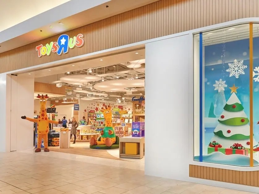 Characters Giveaways At Paramus Toys R Us On Saturday