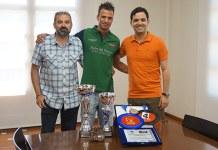 Daniel Segarra junto al alcalde de Paterna , Juan Antonio Sagredo y el concejal de Deportes, José Manuel Mora
