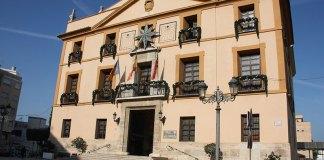 Fachada del Ayuntamiento de Paterna con decoración Navideña