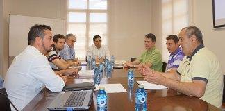 El alcalde de Paterna junto a miembros de FCC y de FAVEPA durante la reunión