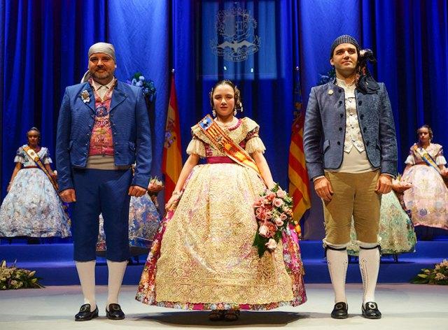 Claudia Alacreu, Fallera Mayor Infantil de Paterna, junto al alcalde de Paterna, Juan Antonio Sagredo y el presidente de Junta Local, Goyo Buendía