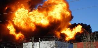 Una de las explosiones que se han podido ver en el incendio en Fuente del Jarro