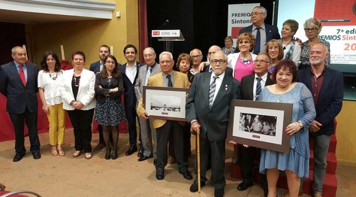 Foto de familia de los galardonados en los Premios Sintonía de 2017