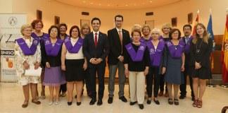 Foto de familia de los primero graduados en el programa Unisocietat