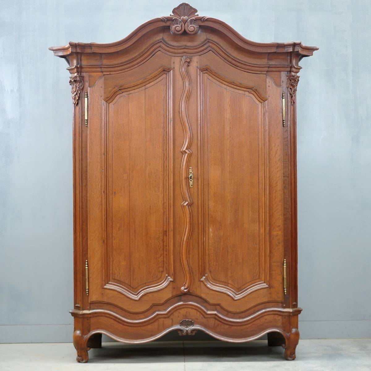 Typical Flemish Oak Armoire De Grande Antique Furniture