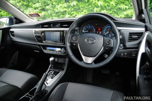2014_Toyota_Corolla_Altis_ 028
