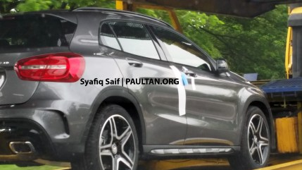 mercedes-benz-gla-250-amg-sport-spied-trailer-1