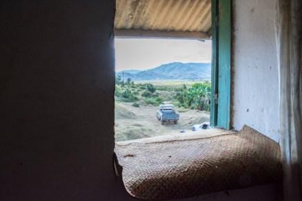 Vue de la fenêtre de Théo agriculteur président de l'association Rofama à Fianarantsoa