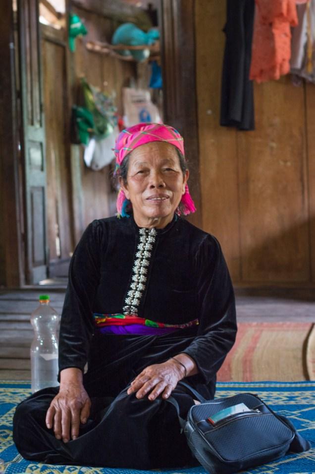 , la doyenne du village - Visite du projet agriculture de conservation du NOMAFSI - nord Vietnam - http://paysansdavenir.com/lagriculture-de-conservation-au-secours-de-lagriculture-du-nord-du-vietnam/