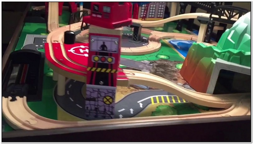 Imaginarium Metro Line Train Table Set Up