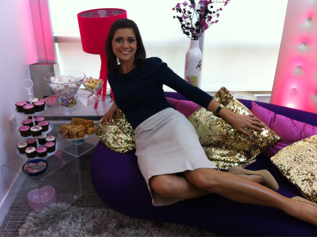 Wallpaper Girls In Yogapants Lucy Verasamy On Twitter Quot Its That Age Old Weather Girl