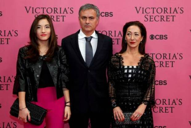 B360rlPIIAAZ8Pv Jose Mourinho goes to the Victoria Secret lingerie show before Chelsea v Spurs [Pictures]