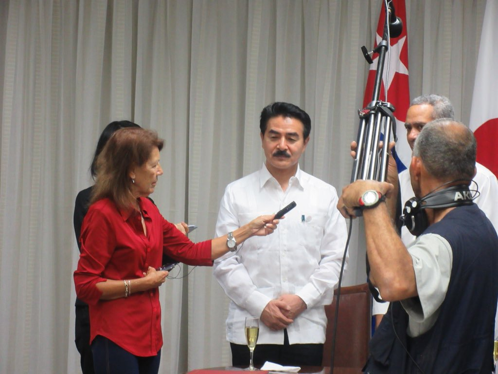 test ツイッターメディア - 【カリカルテ・キューバ共和国外国貿易・外国投資第一次官との会談・無償資金協力交換公文署名】 日本との貿易や投資の実務者のトップと約一時間にわたり、かなり本音ベースの話し合い。そして都市整備機材供与の交換公文署名。これにより、ハリケーン後の倒木対策等もかなり容易になります。 https://t.co/Wm9Ab3L3QA