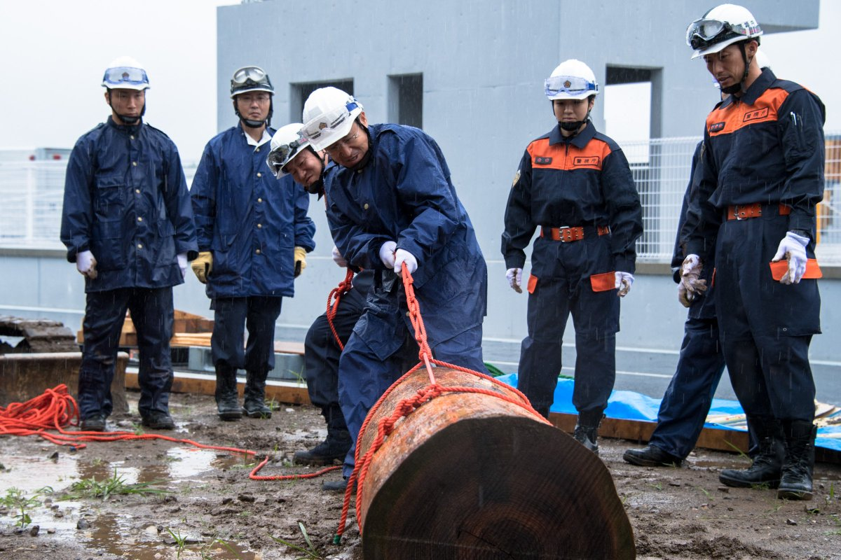 test ツイッターメディア - 【府中警察署】6月20日(水)、本年4月に開所した警視庁・東日本災害警備訓練施設において、第八方面本部と同方面区内警察署、災害対策課特殊救助隊と合同で風水害訓練を実施しました。 浸水域対応訓練や土砂災害対応訓練などを実施し、梅雨期・台風期における災害への対応力を高めました。 https://t.co/GWOf0tDV8V