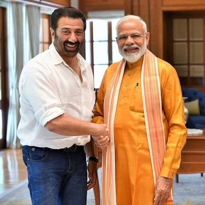 "Sunny Deol on Twitter: ""Babaji ke aashirwaad aur aapke pyaar ki wajah se  aaj hum vapas ek sath nazar aayenge. Feeling blessed to get a chance to  work with my father, brother"