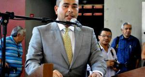 Prefeito Adriano Barreto autorizou o cumprimento da Lei federal concedendo o piso de 13,01%