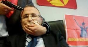 Militante do DHKP-C ameaça o promotor turco sequestrado.
