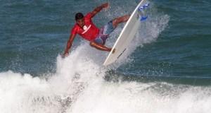 Elivelton dos Santos campeão do circuito rota do mar pro-Surf 2015