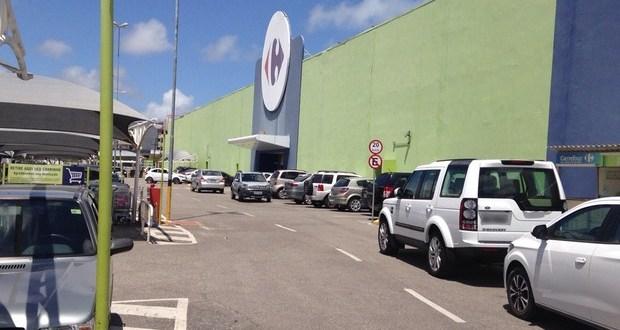 Caso aconteceu na unidade do Carrefour da BR-230, no bairro do Bessa, em João Pessoa (Foto: Walter Paparazzo/G1)