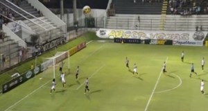 Mesmo com mais posse de bola, a Raposa não transformou o domínio em gol (Foto: Reprodução/ Esporte Interativo)