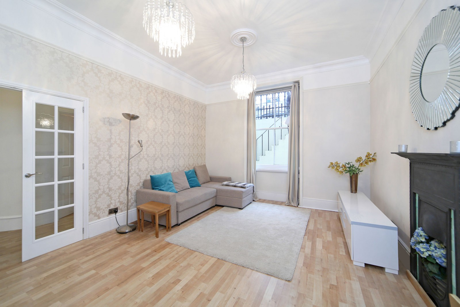2 Bedroom Garden Flat London 2 Bedroom Flat To Rent Lexham Gardens London W W8 6jq