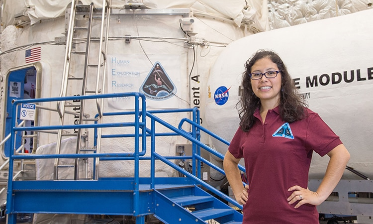 Aerospace Engineer Jackelynne Silva from Cusco, a Flight Controller - aerospace engineer job description