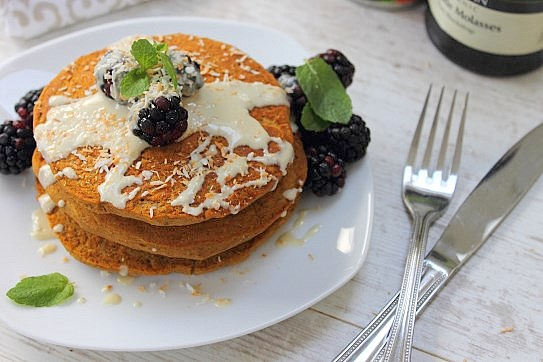 Pumpkin Gingerbread Pancakes (9)