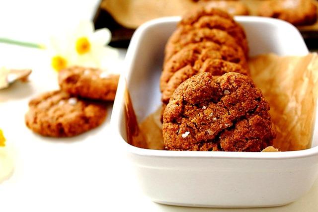 Five ingredient sugar free almond butter cookies