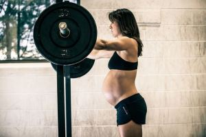 pregnant-women-weight-training-32