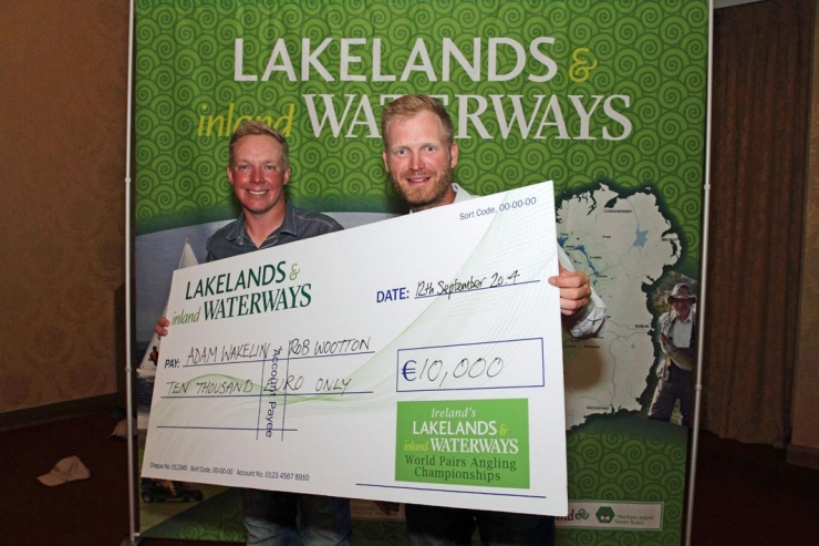 Adam-Wakelin-and-Rob-Wootton-with-the-big-cheque---low-res