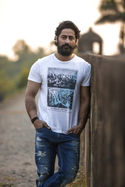 Mouni Roy's alleged beau Mohit Raina to make his Bollywood debut in Uri