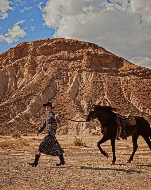 www.pegasebuzz.com | Kate Grigorieva by Mariano Vivanco for Vogue Spain, july 2014