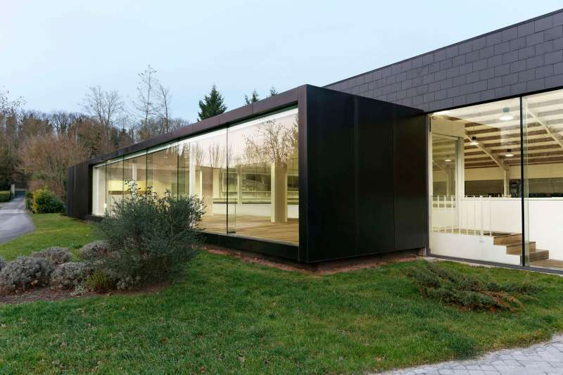 www.pegasebuzz.com   Dream barn : Fursan Equestrian Center, Chantilly.