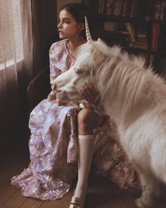 www.pegasebuzz.com | Barbara Palvin with a unicorn