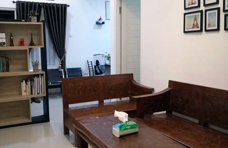 Ruang tamu Home Stay Eza Batu (sumber: booking.com)