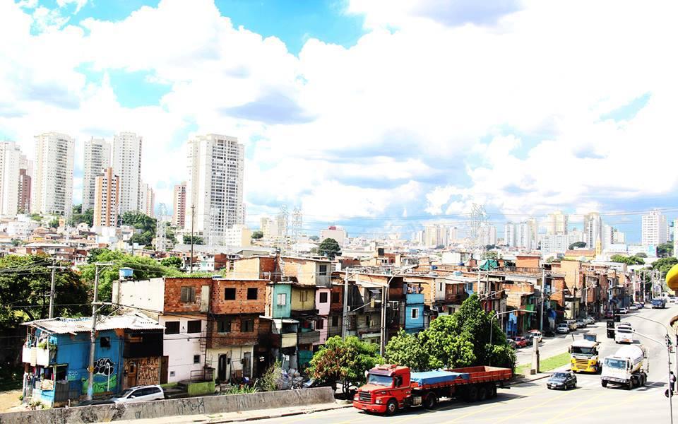 Moradores de favela na Vila Prudente temem monotrilho