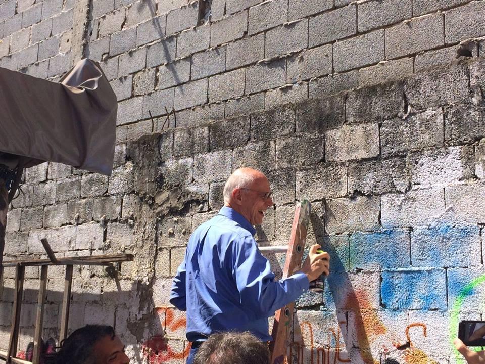 """Vereadores """"pixam"""" muro no Grajaú após Câmara aprovar e Doria sancionar lei da cidade cinza"""