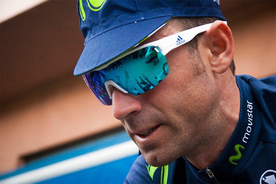 Valverde es sancionado y pierde liderato de la Vuelta a Cataluña