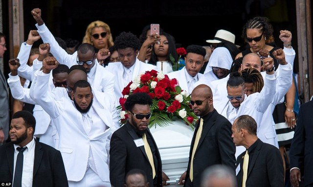 3647B3C700000578-3690446-Pallbearers_raise_their_fists_into_the_air_as_they_carry_the_cas-a-165_1468524428332