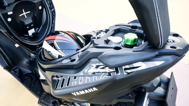 2016-Yamaha-AER50N-EU-Power-Black-Detail-007