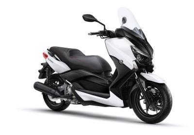 2016-Yamaha-X-MAX-250-ABS-EU-Absolute-White-Studio-001