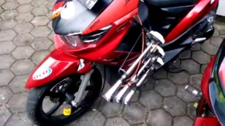 Keren, Ini Dia Kumpulan Video Klakson Telolet Sepeda Motor!