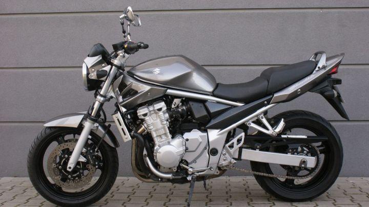Prediksi Perbedaan Suzuki Bandit 150 dan GSX-S150: Model Jok Jadi Faktor Utama!