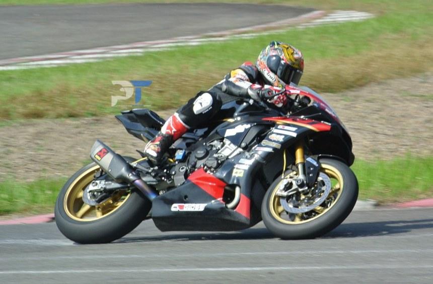 Balap Seru Yamaha R6 VS Yamaha R1