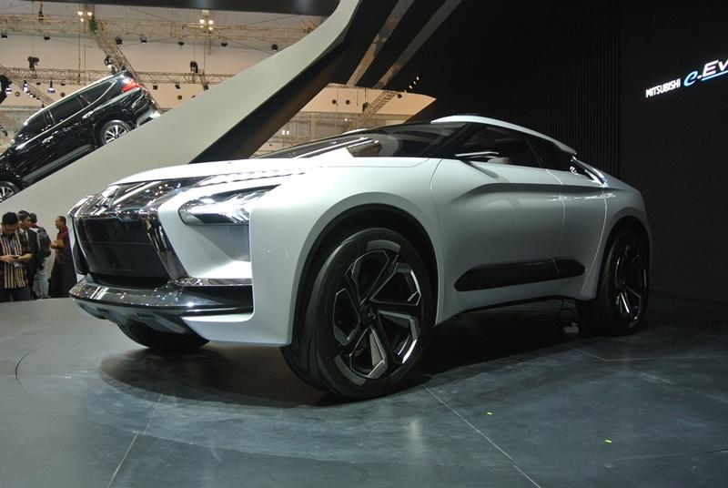 MITSUBISHI e-EVOLUTION CONCEPT: Mobil Listrik Gahar Dengan Penggerak 4WD!